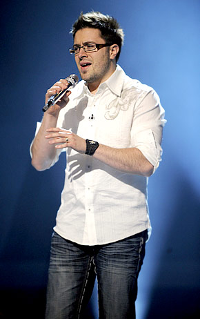 http://knightleyemma.files.wordpress.com/2009/03/danny-gokey-b1.jpg