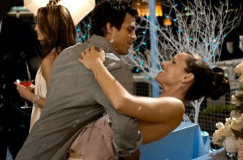 Matt (Mark Ruffalo) & Jenna (Jennifer Garner) dance at a photo shoot.