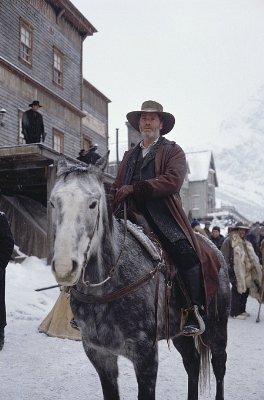Daniel Dillon (Peter Mullan)