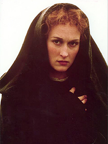 The mysterious Sarah Woodruff (Meryl Streep)