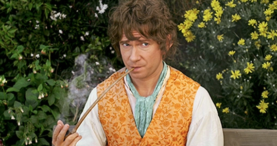 Bilbo smoking pipe