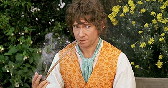 Bilbo smoking pipe