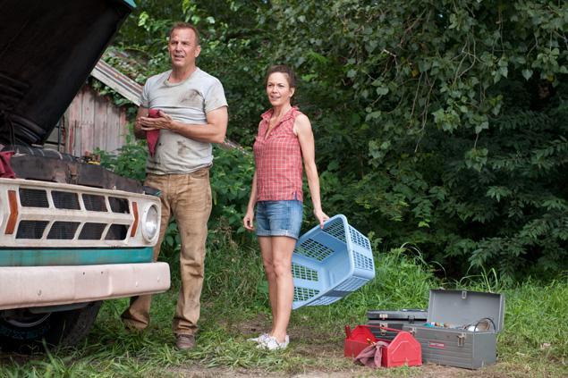 Jonathan (Kevin Costner) & Martha Kent (Diane Lane)