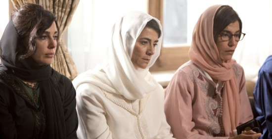 Miriam (Nadine Labaki) and Kenza (Lubna Azabal) sit at each sside their mother Aicha (Hiam Abbas) during their father's wake.