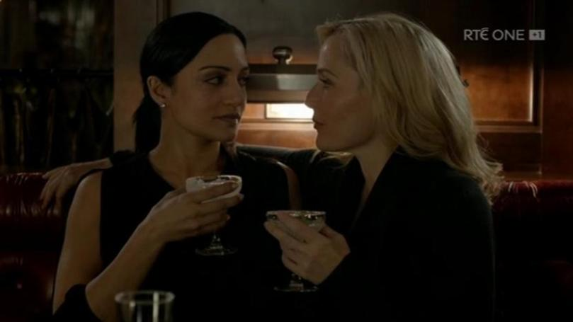The_Fall_S2E3_drinks