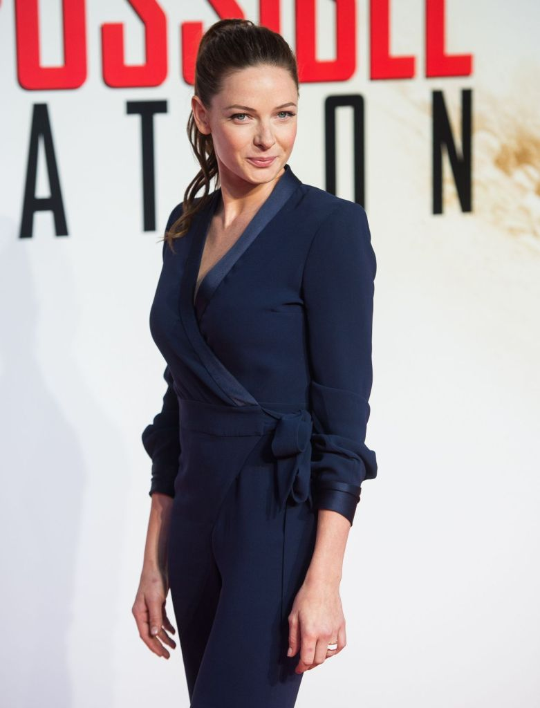 rebecca-ferguson-mission-impossible-rogue-nation-premiere-in-london_10