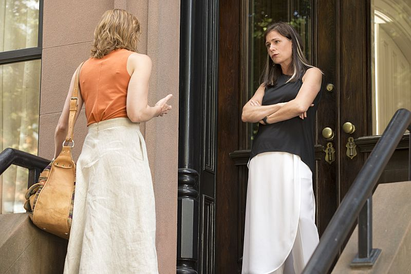 Ruth WIlson as Alison and Maura Tierney as Helen in The Affair (season 2, episode 5). - Photo: Mark Schafer/SHOWTIME - Photo ID: TheAffair_205_2220
