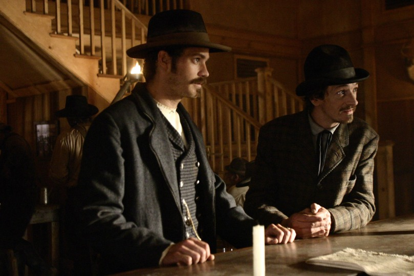 Deadwood_S1_E2_saloon