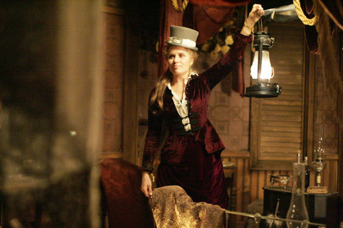 deadwood_s2_e2_joanie_chezamis